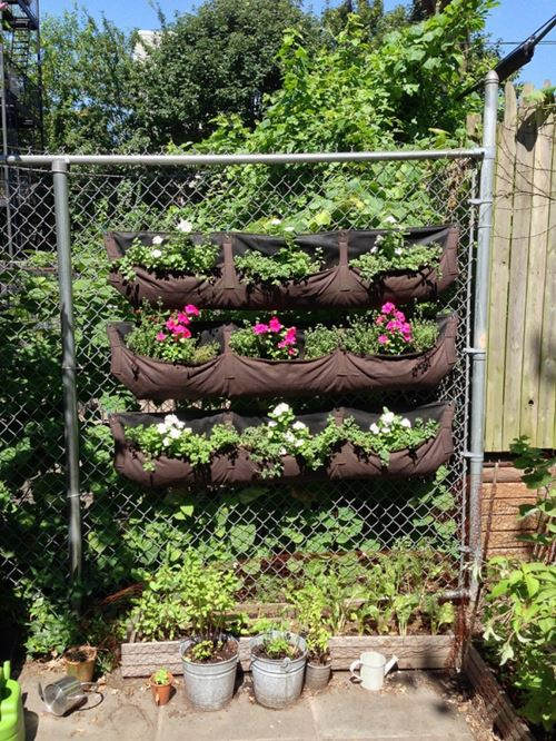 Pouched vertical garden